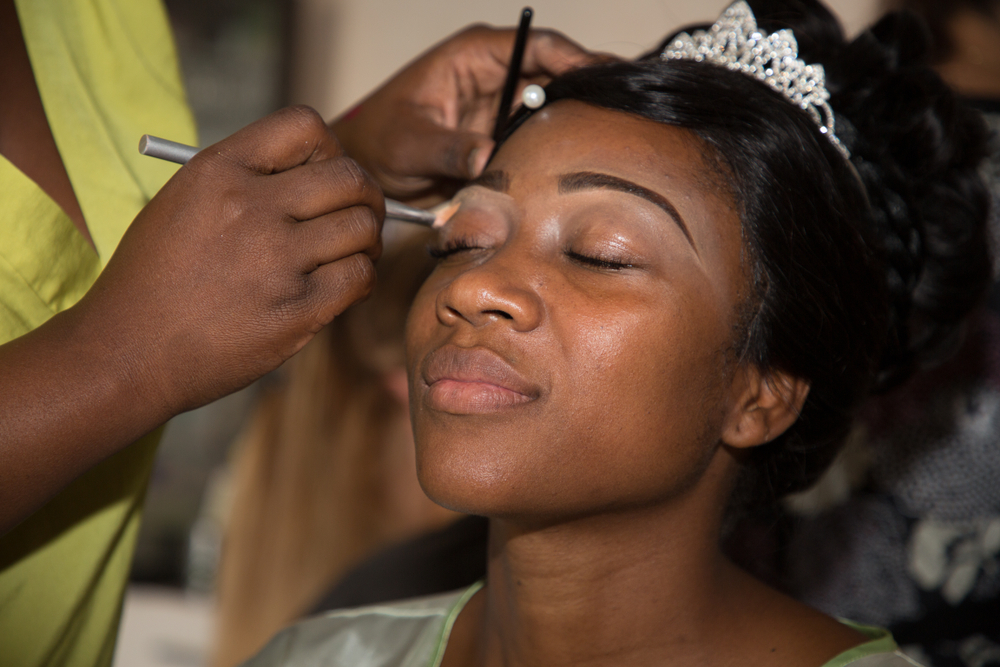 girl getting her eyeshadow done